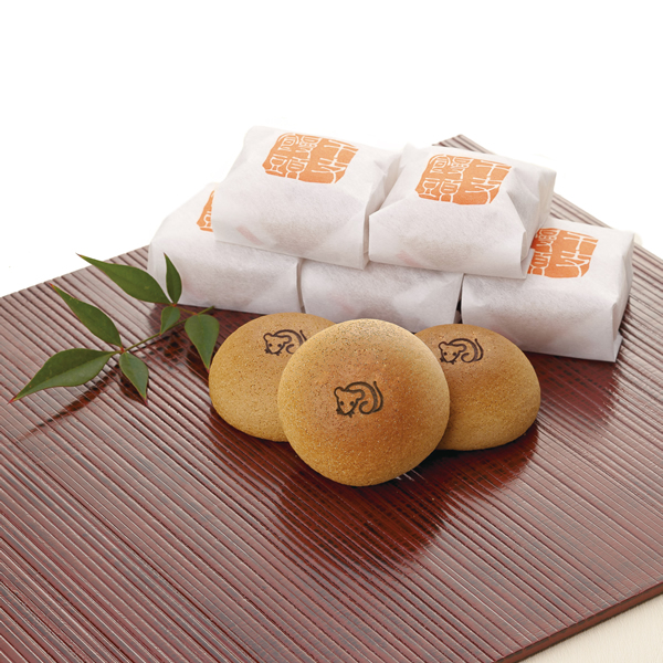 一年に一度だけの「福」を願う干支饅頭。 新年の干支の焼印が入る特別なお菓子です。